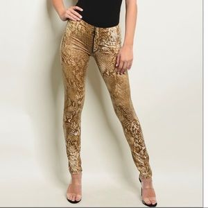 Pants - 🐍❣️Snakeskin Print Pants❣️🐍